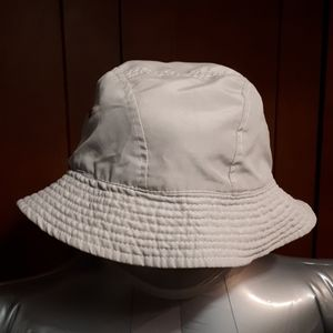 Reversible bucket hat with pocket